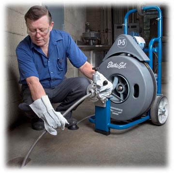 Mechanické čištění kanalizací motorovým perem - frézování kanalizací
